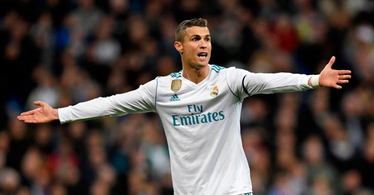 Família de Cristiano Ronaldo substitui o busto que estava no Aeroporto da Madeira
