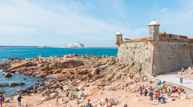 Portuenses desafiados a ajudar a limpar a Praia do Castelo do Queijo