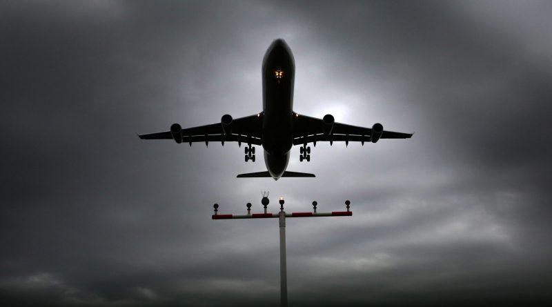 Estudantes e desempregados brasileiros também partiram hoje de Lisboa nos voos para turistas fretados pelo Brasil