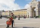 André Alves, o violoncelista brasileiro que encanta as ruas de Lisboa