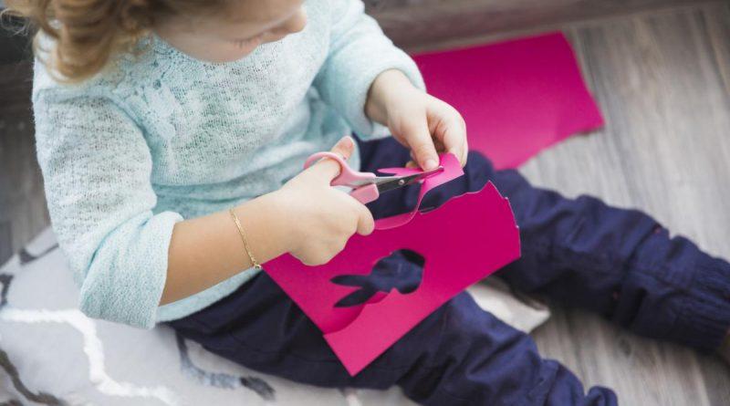 Jogos de papel, caneta e tesoura para entreter os mais pequenos