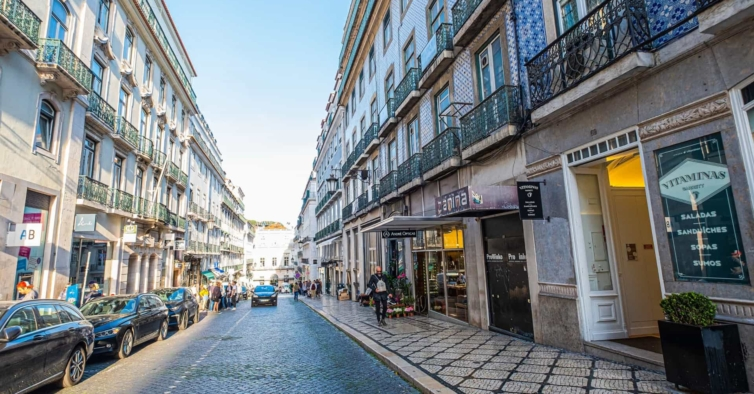 Portugueses continuam a aderir menos ao confinamento do que em 2020