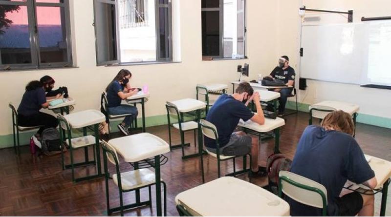 Colégio faz acordo com faculdade em Portugal para facilitar acesso de alunos